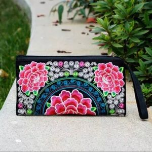 Handbags - ✨2/$25✨Floral Embroidered Clutch Purse Wallet